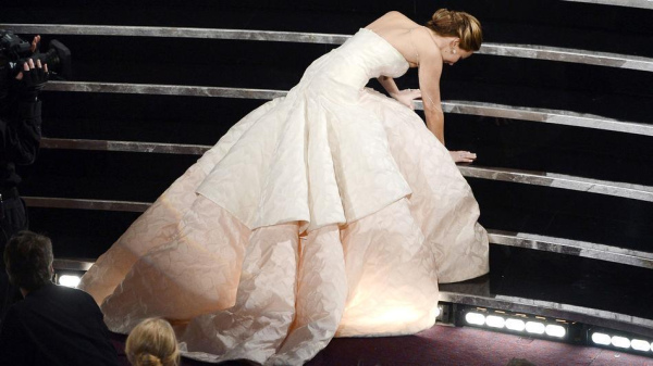 jennifer-lawrence-oscars-fall